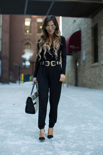 maria vizuete mia mia mine blogger belt jumpsuit bag all black everything aviator sunglasses black heels double buckle belt black belt black jumpsuit mirrored sunglasses long sleeves handbag pumps pointed toe pumps black pumps