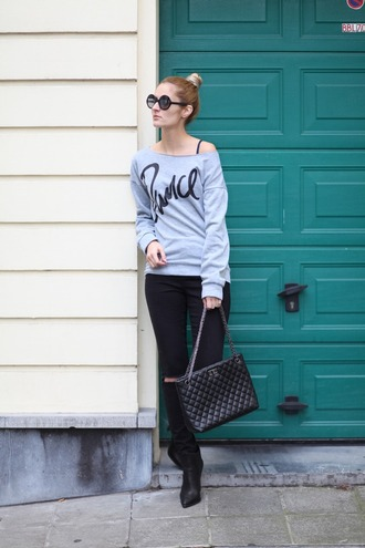 from brussels with love blogger sweater jeans shoes bag off the shoulder grey sweater black jeans ripped jeans black bag black boots