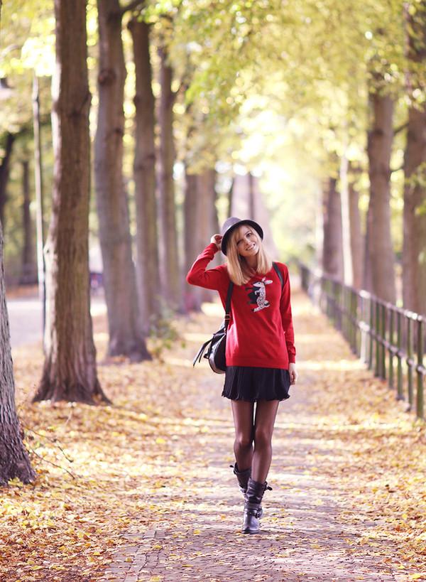 bekleidet sweater skirt shoes hat
