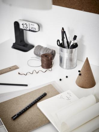 lady addict blogger desk office supplies