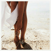 jewels,footwear,ankle jewelry,weheartit,anklet,gold,boho,gems,bohemian,ring,chain,gold chain,foot jewelry,foot jewels,white dress