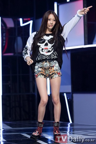 sweater fx skull white shirt black shirt shorts