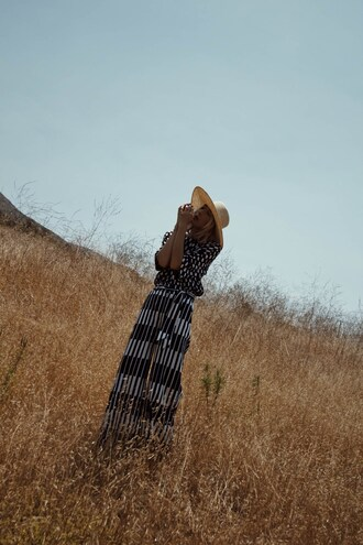 the fashion sight blogger shirt pants hat sunglasses jewels