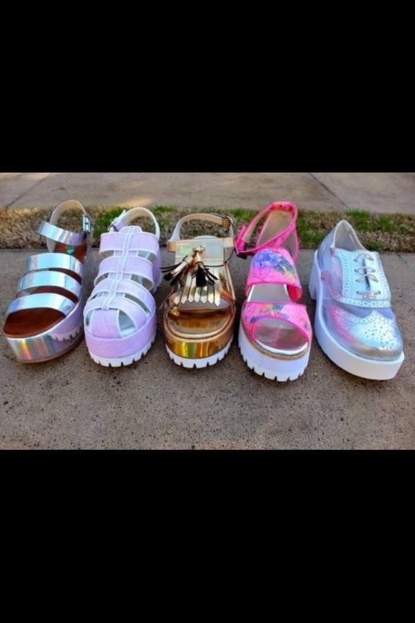 shoes holographic holographic pale tumblr weheartit grunge sandals soft grunge pink silver boho bohemian gypsy indie holographic shoes jellies white gold vans pink shoes gold shoes brogue shoes derbies platform sandals bambi platform shoes unif lilac