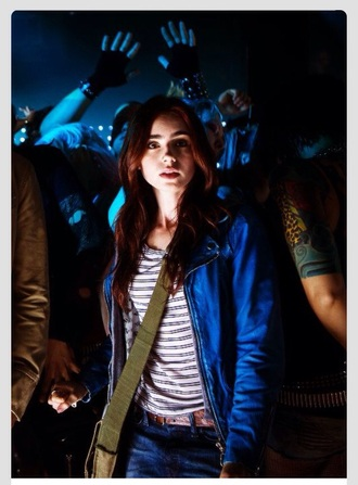 t-shirt stripes striped shirt black white white shirt cream grey clary fray the mortal instruments lily collins blue jacket leather jacket blue jacket+ green green bag bag olive green jeans belt brown shirt