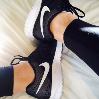 shoes noir blanc new sportswear black white chaussures basket sports shoes fitness rosche runs black and white run nike running shoes running shoes workout shoes workout nike