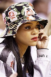 hat,floral,rihanna,gold chain,cute,bucket hat,flowers,style,fashion,sweater,sweatshirt,retro,accessories,chain,money,money sign,urban