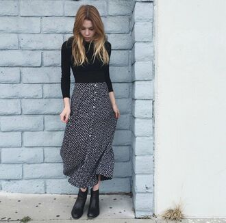 skirt on point clothing style fashion indie 70s style seventees tumblr tumblr girl perfect fall outfits fall accessories gorgeous blonde hair button up skirt midi skirt top black white