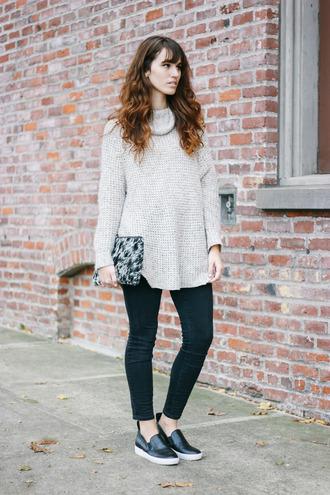 bag clutch jeans knitwear blogger turtleneck the mop top