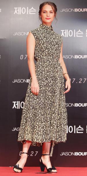 a89f7f9e3611 dress, alicia vikander, midi dress, sandals, red carpet dress ...