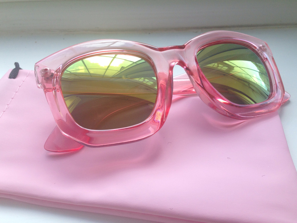 Reflective pink sunglasses