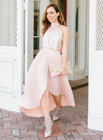 sydne summer's fashion reviews & style tips blogger skirt top jewels bag shoes pleated skirt pink skirt pink top clutch ankle boots