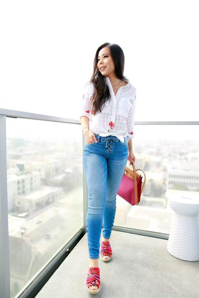 hautepinkpretty blogger top jeans jewels shoes fall outfits white shirt skinny jeans