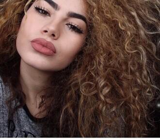make-up lips lipcolor lip liner lipstick