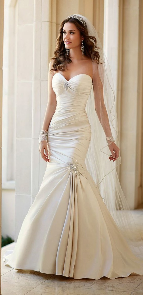 Used Wedding Dresses Under 100 Jewellery : Bustier wedding dress fishtail white crystal earrings