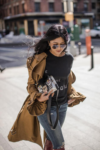 skirt t-shirt blogger blogger style boots trench coat skinny jeans graphic tee
