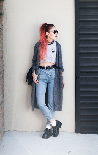 le happy blogger cardigan jeans top sunglasses shoes