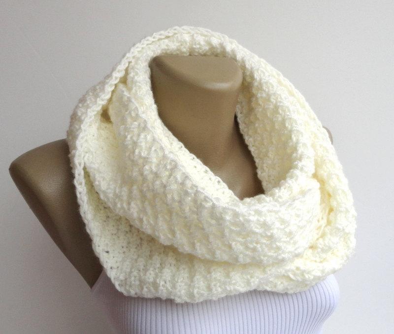 Ivory Cream Infinity Knit Scarf Winter Scarf Women Scarf Neckwarmer Chunky Circle Scarf Cream Unisex Eternity Gift Ideas Senoaccessory