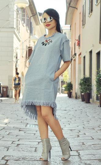 zebratrash blogger dress sunglasses shoes make-up jewels pocket dress frayed denim frayed dress denim dress asymmetrical asymmetrical dress blue dress necklace mirrored sunglasses silver sunglasses short sleeve peep toe heels booties grey booties