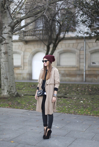 hat bag manteau bonnet bordeau talons pochette zadig et voltaire sunglasses lunette de soleil rondes noires montre watch black watch pants black pants