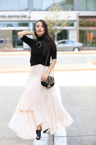 sensible stylista blogger jewels top skirt shoes maxi skirt nude skirt chain bag black top black bag