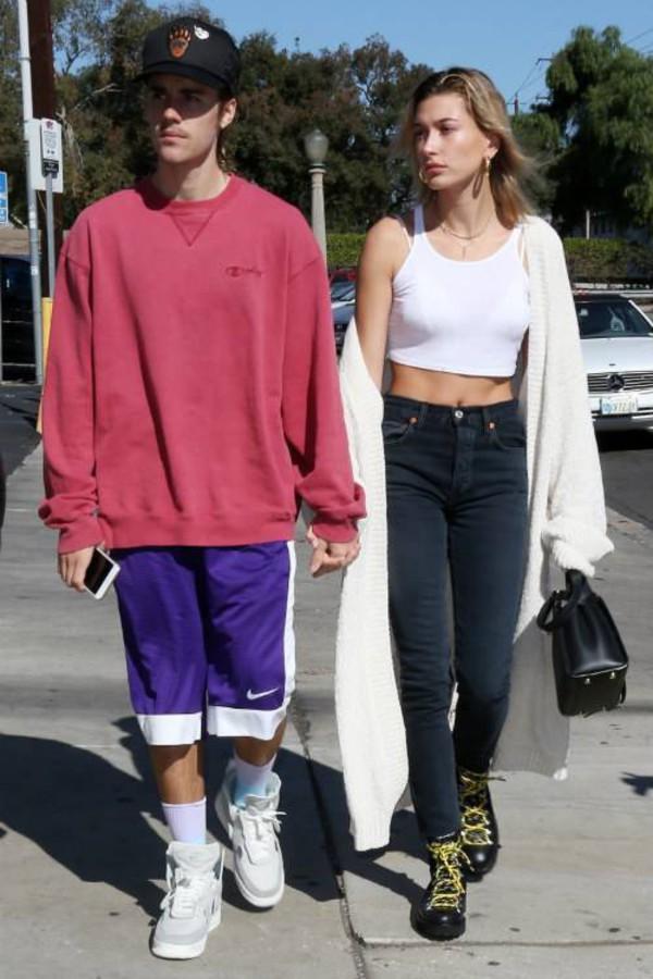 sweater cardigan hailey baldwin model off-duty streetstyle justin bieber celebrity crop tops jeans
