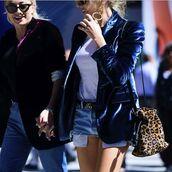 coat,tumblr,blazer,blue blazer,velvet,velvet blazer,t-shirt,white t-shirt,logo belt,belt,denim shorts,distressed denim shorts,blue shorts,bag,leopard print,animal print bag,animal print,earrings,streetstyle,gucci belt