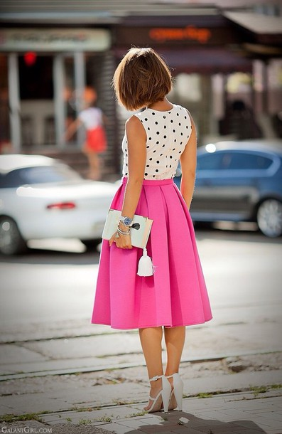 skirt pink pleats pleated black and white black and white polka dots tassle tassle purse white heels white purse pink skirt midi skirt pleated skirt polka dot blouse polka dots polka dots white blouse strappy heels sleeveless top shirt