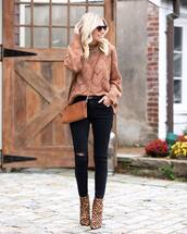 sweater,brown sweater,leopard print,ankle boots,black ripped jeans,brown bag,crossbody bag,gucci belt,sunglasses,knitted sweater