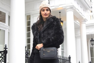 peexo blogger hat jacket top jeans bag winter outfits beanie fur jacket crossbody bag