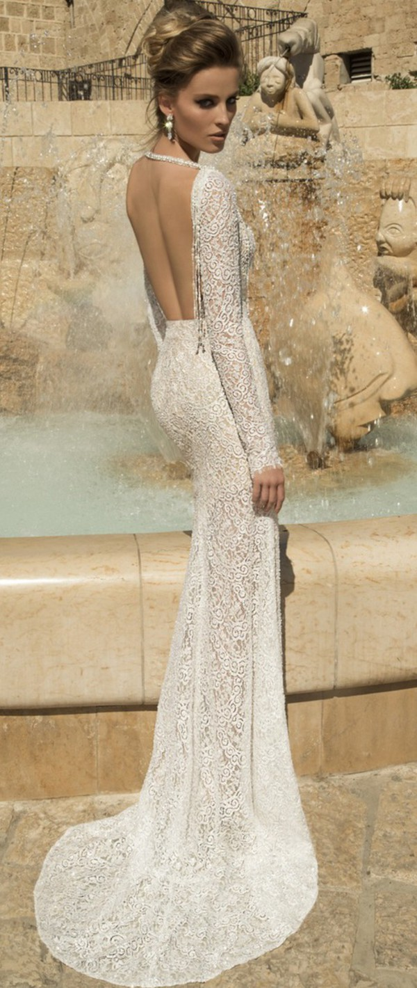 L Low-Back Wedding Dress