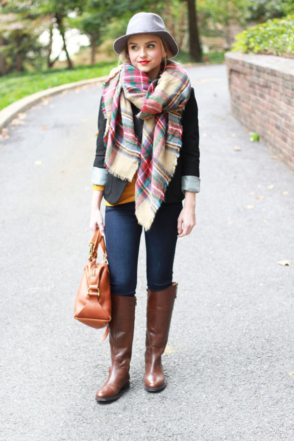poor little it girl blogger jeans scarf