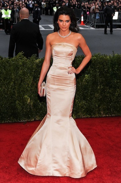 Kendall jenner strapless mermaid prom dress 2014 met ball