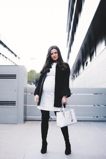crimenes de la moda blogger dress coat jewels shoes bag maternity handbag winter outfits fall outfits boots