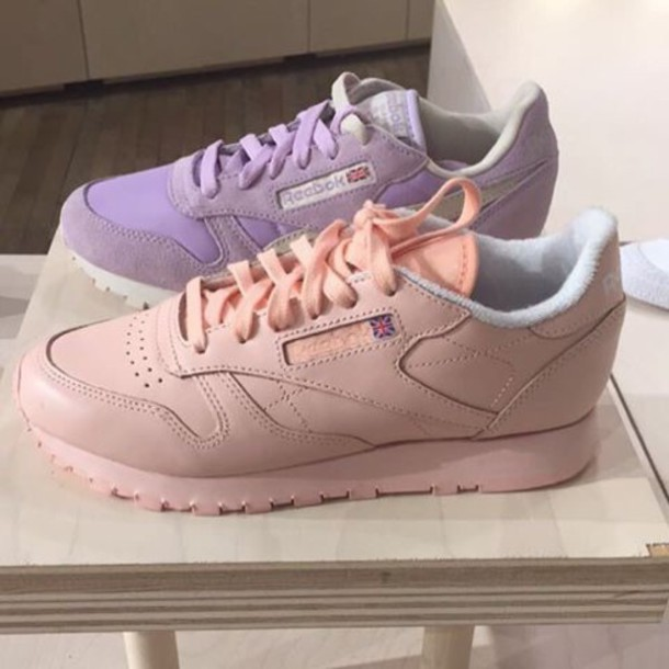 brand new 3f70a 9186a pink reebok sneakers