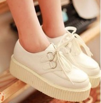 shoes creepes grunge tumblr white white shoes white creepers