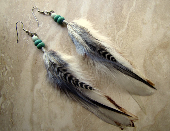 Feather Earrings  Natural Colors Beaded door peacefrogdesigns
