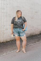 stylishsassy&classy,blogger,t-shirt,shorts,bag,shoes,denim shorts,sandals,curvy