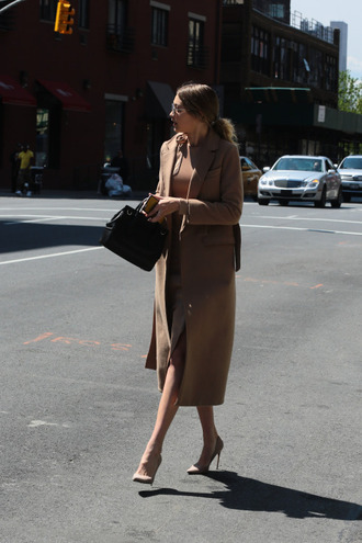 coat tumblr gigi hadid celebrity style celebrity model camel coat long coat top camel top camel skirt plaid skirt skirt slit skirt pumps nude pumps high heel pumps pointed toe pumps bag black bag
