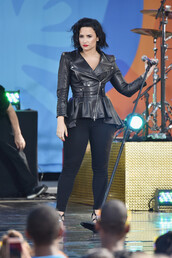 jacket,leather jacket,leather,all black everything,demi lovato,sandals,shoes,All black  outfit