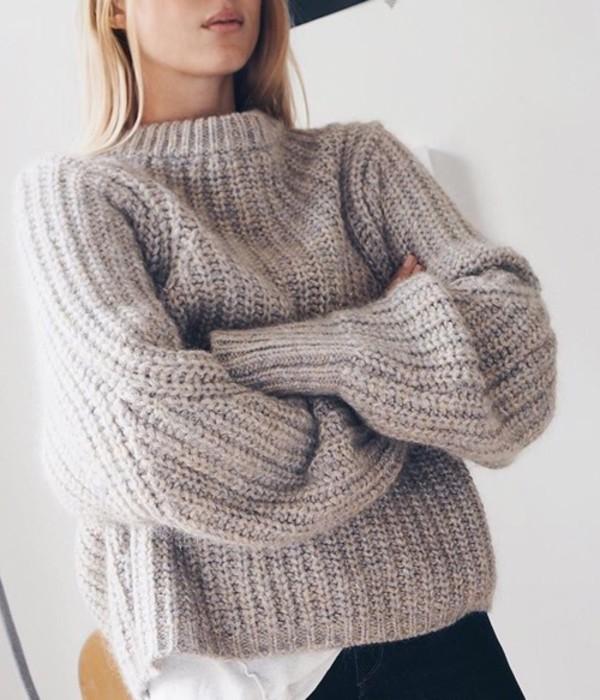 Вяжем объемный свитер спицами