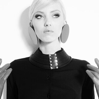 jewels black blonde hair necklace earrings gold silver leather gloves