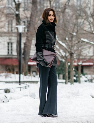 by funda blogger winter outfits black jacket pouch
