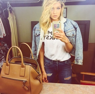 bag gigi hadid purse brown tan tan bag tan purse brown bag brown purse big bag big purse jacket jeans leather bag maxi bag brown leather bag