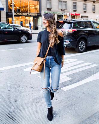 bag tumblr brown bag crossbody bag denim jeans blue jeans ripped jeans t-shirt blue tshirt boots black boots