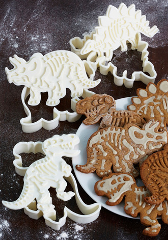 bones cooking cake white tumblr found on tumblr dinosor dinosaur dino skulls kitchie kitchen