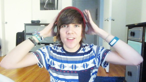 blue white damon fizzy youtuber pattern