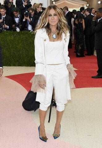 pants top carrie bradshaw metgala2016 pumps jacket blazer met gala white chicityfashion blogger dress