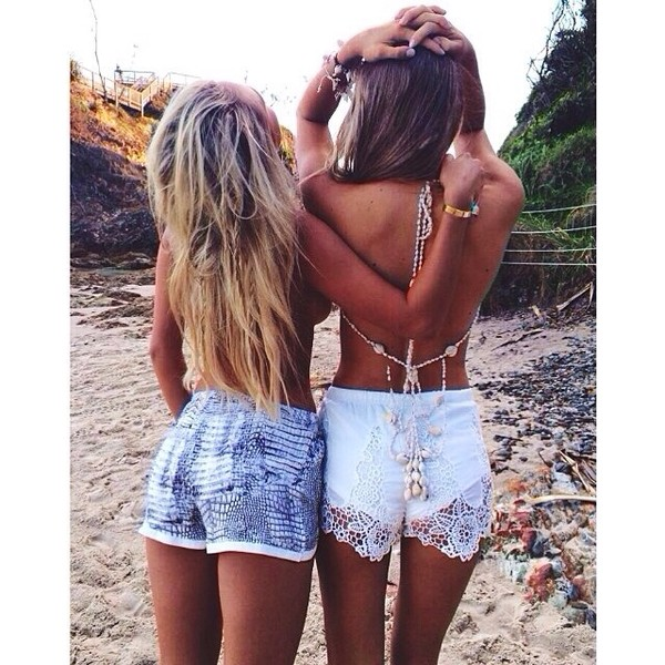shorts lace white summer beauty jewels beaded shell bikini ocean necklace long necklace shellss ocean white shorts top
