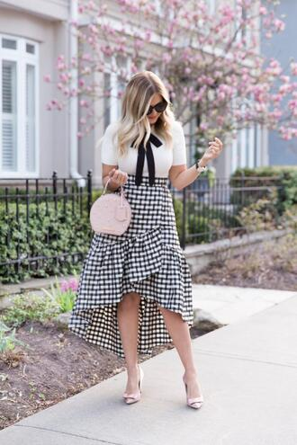 suburban faux-pas blogger t-shirt skirt sunglasses bag shoes round bag pink bag high low skirt pumps spring outfits